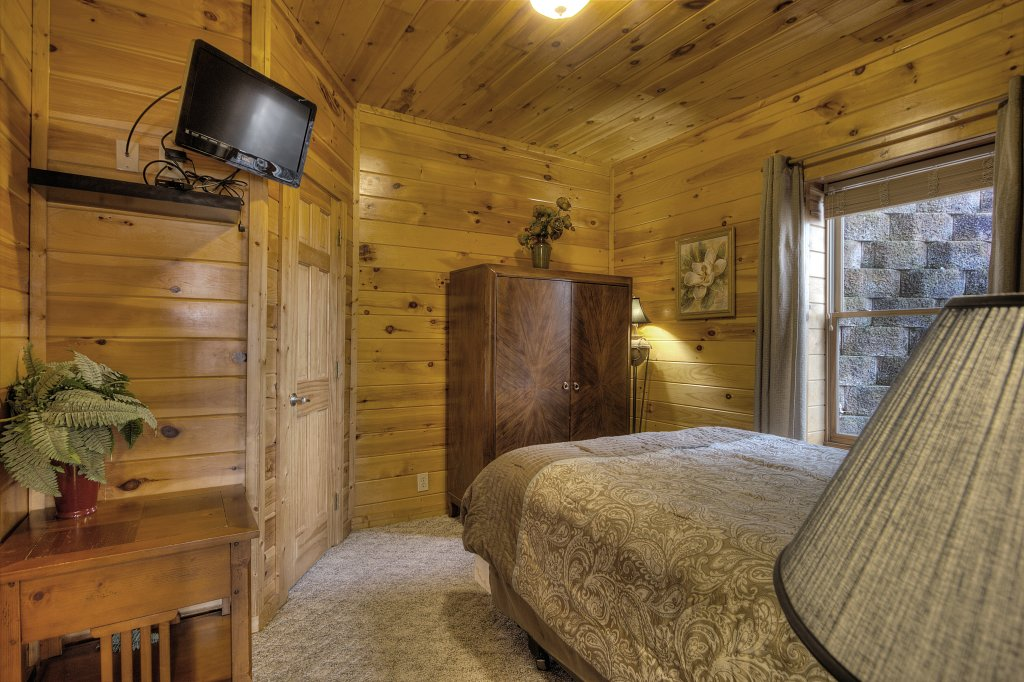 Photo of a Pigeon Forge Cabin named Blackberry Lodge #402 - This is the thirty-first photo in the set.