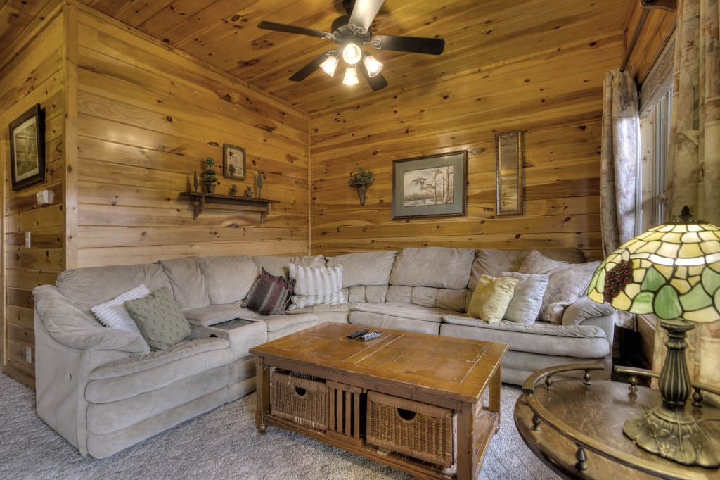 Photo of a Pigeon Forge Cabin named Blackberry Lodge #402 - This is the twenty-second photo in the set.