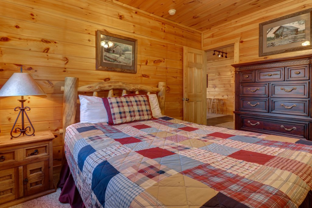 Photo of a Pigeon Forge Cabin named  Gristmill Getaway - This is the second photo in the set.