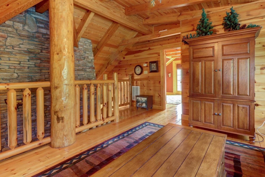 Photo of a Sevierville Cabin named  Mountain Top Mansion - This is the fourth photo in the set.