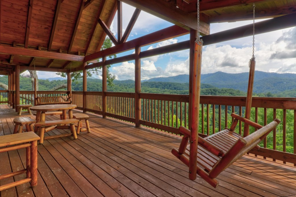 Photo of a Sevierville Cabin named  Mountain Top Mansion - This is the sixteenth photo in the set.