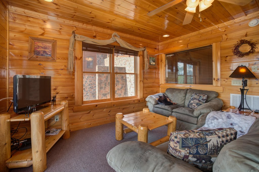 Photo of a Pigeon Forge Cabin named Forget Me Knot Cabin - This is the eighteenth photo in the set.