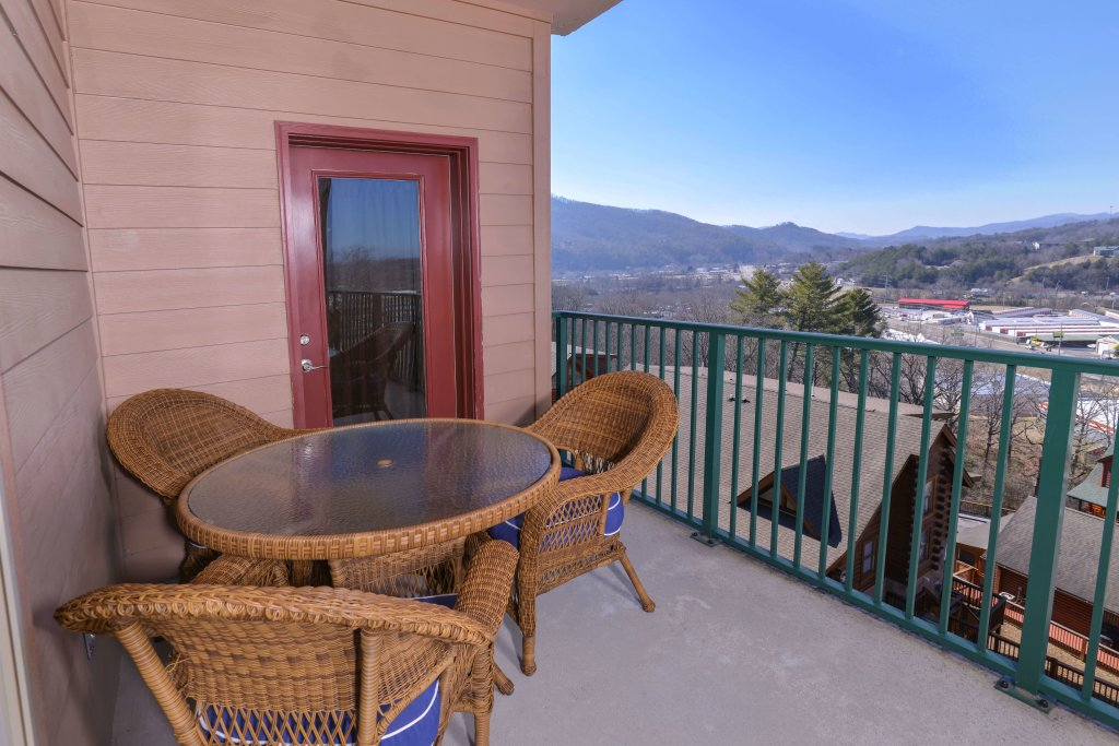 Photo of a Pigeon Forge Condo named 4002 Big Bear Resort - This is the twenty-fifth photo in the set.