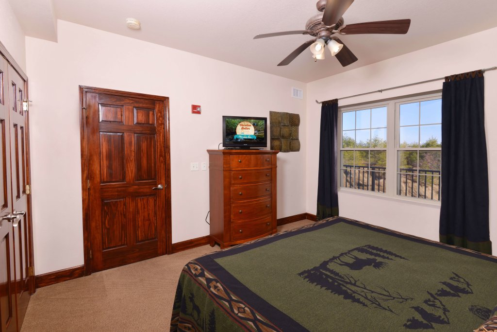 Photo of a Pigeon Forge Condo named 4004 Big Bear Resort - This is the forty-second photo in the set.