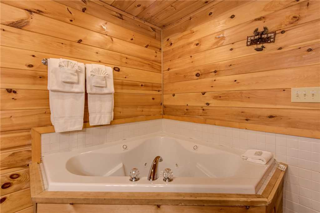 Photo of a Gatlinburg Cabin named Mountain Dreams - This is the sixteenth photo in the set.