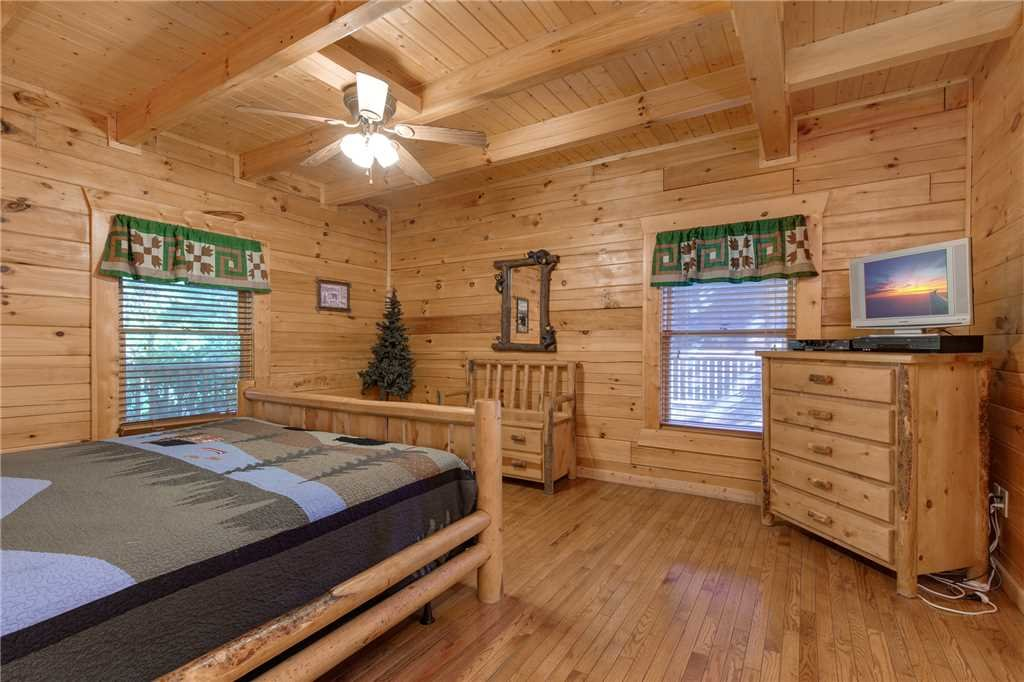 Photo of a Gatlinburg Cabin named Mountain Dreams - This is the fourteenth photo in the set.