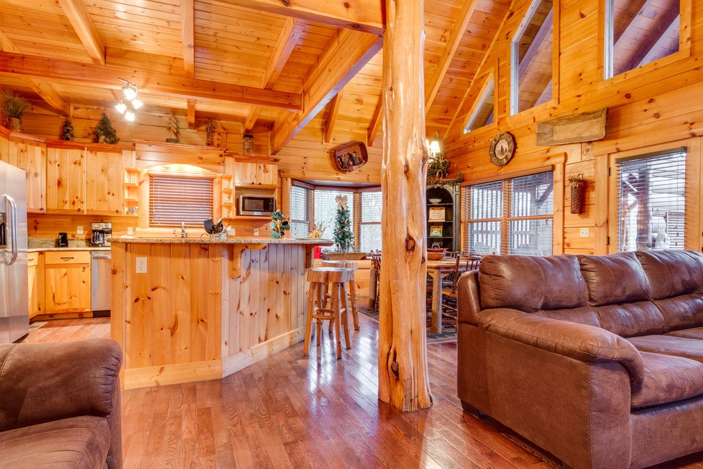 Photo of a Pigeon Forge Cabin named Bear Tracks - This is the sixth photo in the set.