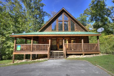 A Beary Tale is just minutes from Dollywood in Oldham Creek Springs Resort