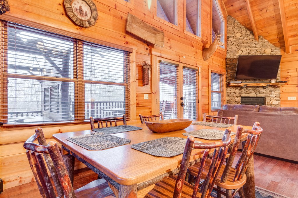 Photo of a Pigeon Forge Cabin named Bear Tracks - This is the eighth photo in the set.