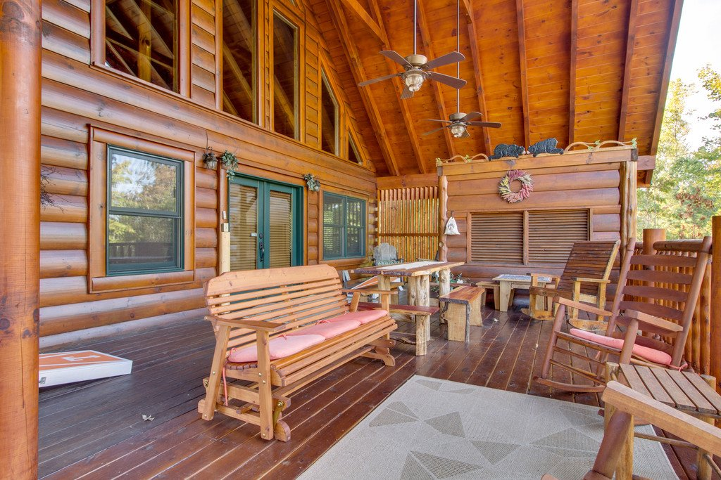 Photo of a Pigeon Forge Cabin named Bear Tracks - This is the fifteenth photo in the set.