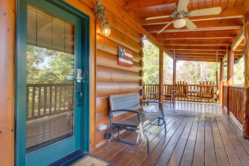 Photo of a Pigeon Forge Cabin named Bear Tracks - This is the thirteenth photo in the set.