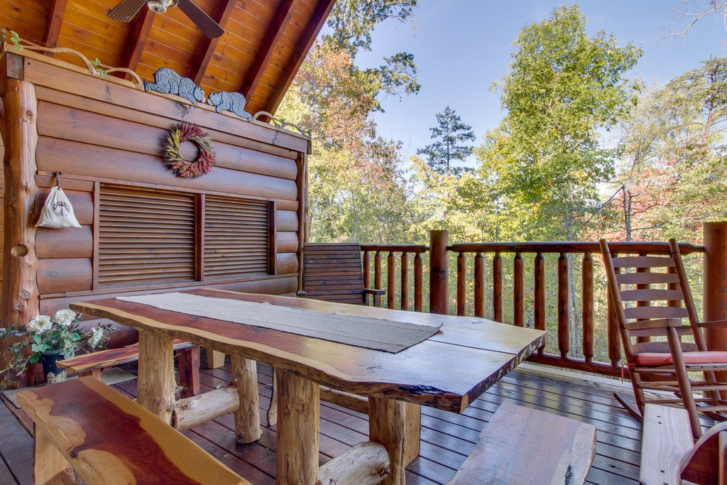 Photo of a Pigeon Forge Cabin named Bear Tracks - This is the seventeenth photo in the set.