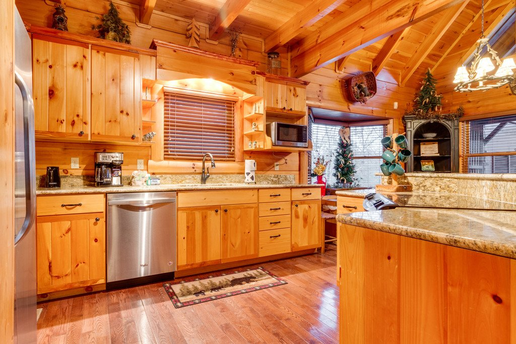 Photo of a Pigeon Forge Cabin named Bear Tracks - This is the twenty-first photo in the set.