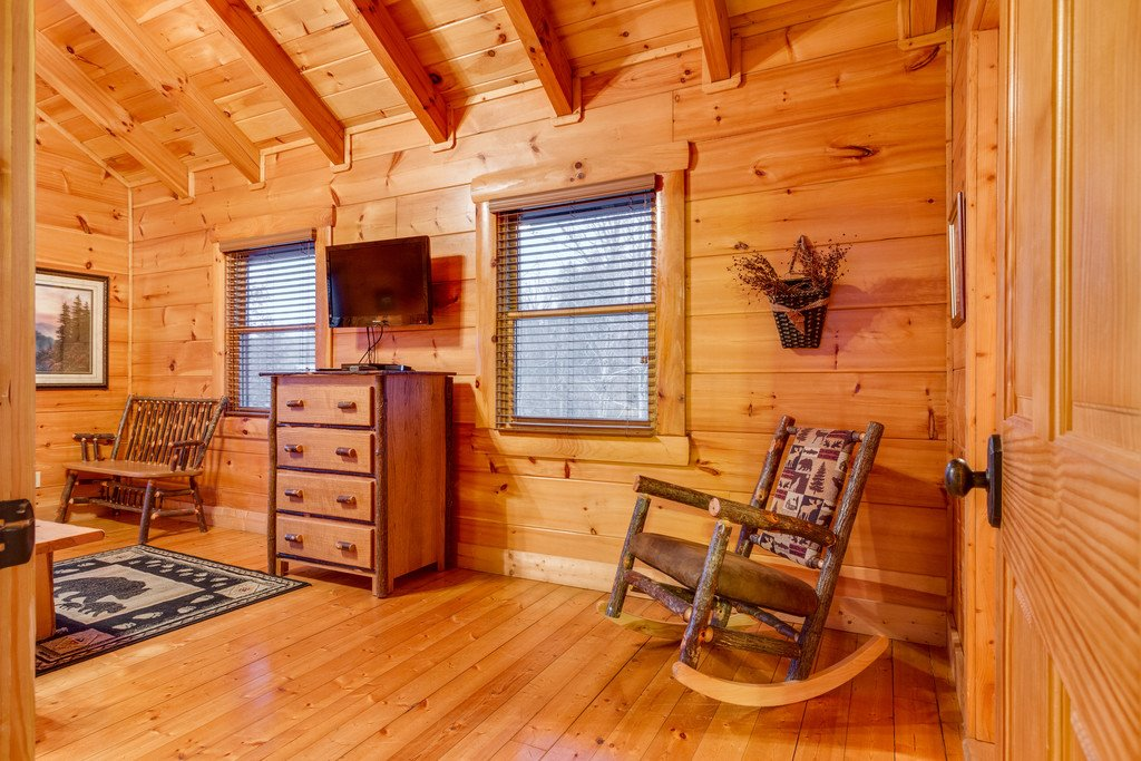 Photo of a Pigeon Forge Cabin named Bear Tracks - This is the thirty-second photo in the set.