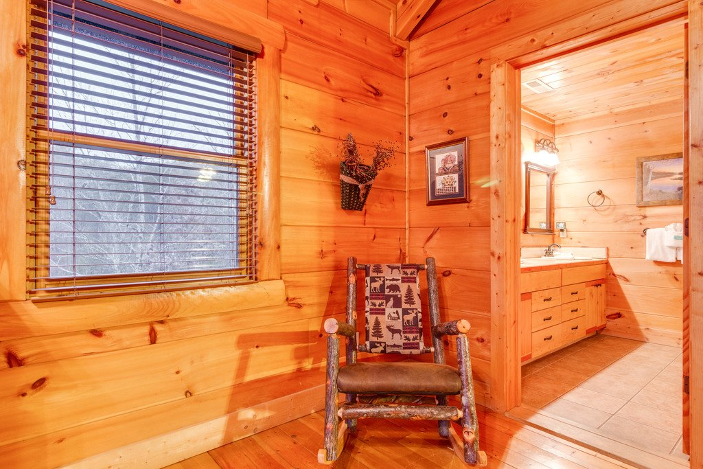 Photo of a Pigeon Forge Cabin named Bear Tracks - This is the thirty-fifth photo in the set.