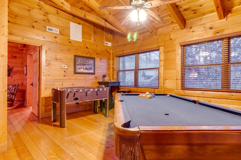 Photo of a Pigeon Forge Cabin named Bear Tracks - This is the thirty-first photo in the set.