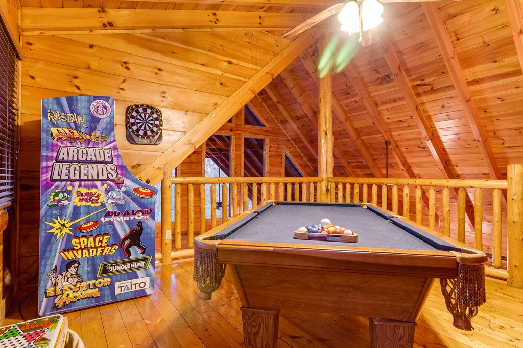 Photo of a Pigeon Forge Cabin named Bear Tracks - This is the thirtieth photo in the set.