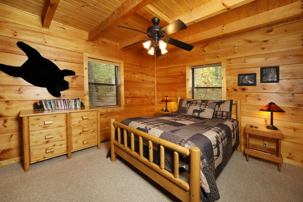 Photo of a Pigeon Forge Cabin named Black Bear Hibernation #2825 - This is the fifteenth photo in the set.