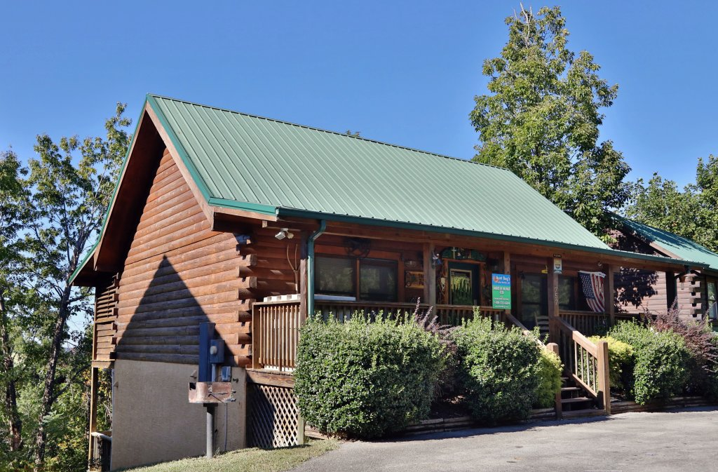 Photo of a Pigeon Forge Cabin named Shades Of The Past #230 - This is the sixteenth photo in the set.