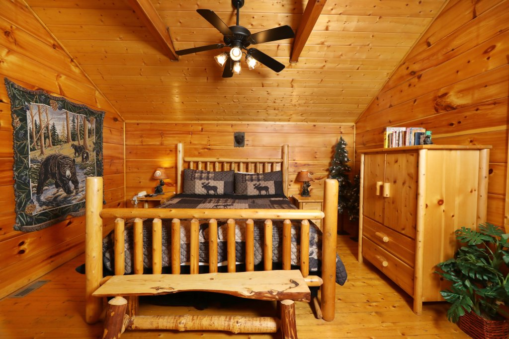 Photo of a Pigeon Forge Cabin named Black Bear Hibernation #2825 - This is the fourteenth photo in the set.
