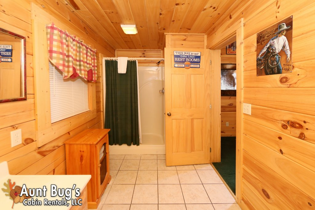 Photo of a Pigeon Forge Cabin named Shades Of The Past #230 - This is the twenty-third photo in the set.