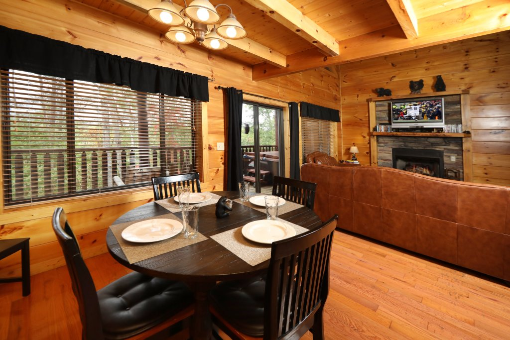 Photo of a Pigeon Forge Cabin named Black Bear Hibernation #2825 - This is the seventeenth photo in the set.