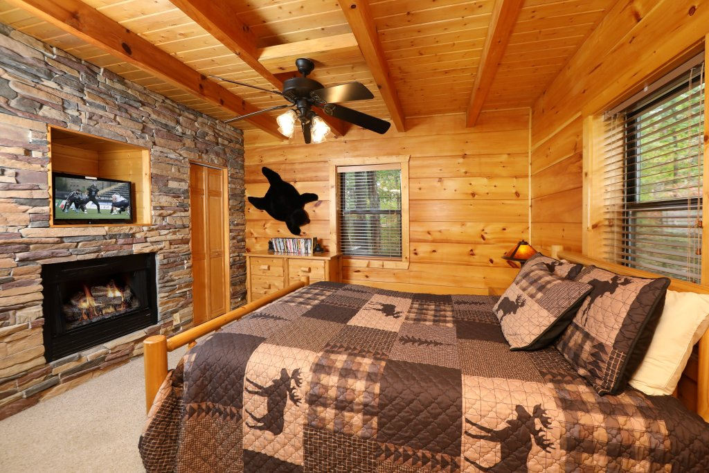 Photo of a Pigeon Forge Cabin named Black Bear Hibernation #2825 - This is the twenty-second photo in the set.
