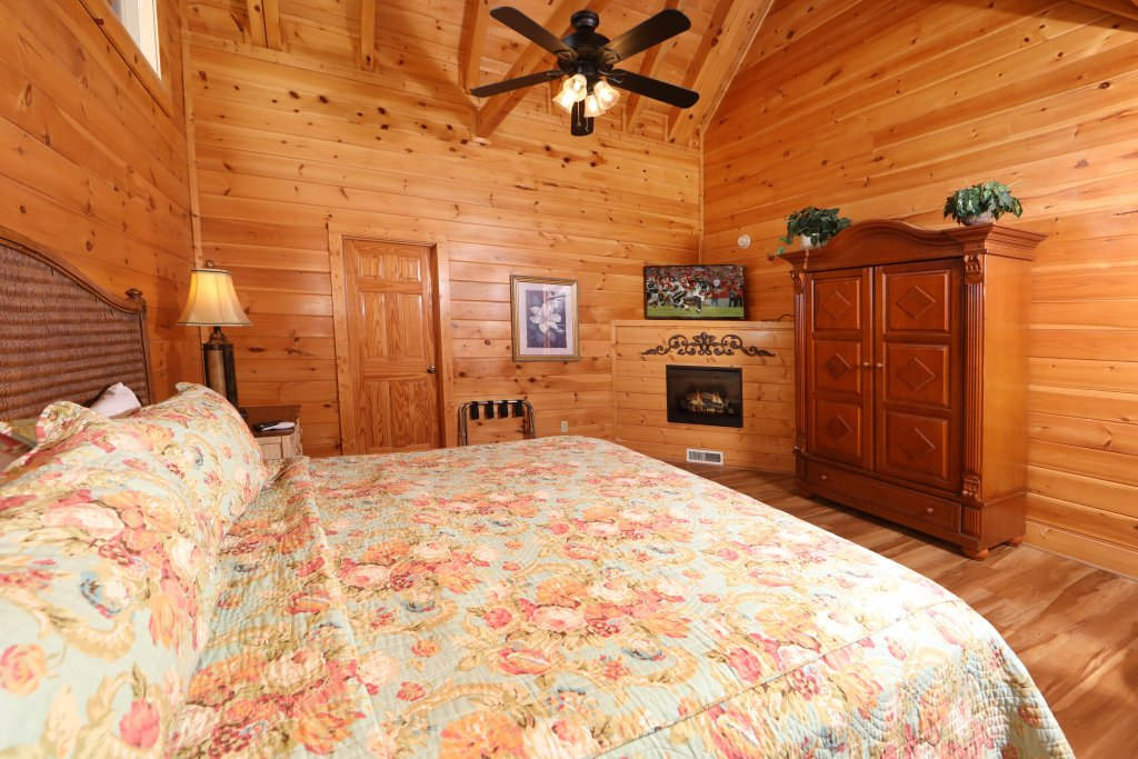 Photo of a Pigeon Forge Cabin named Mayberry - This is the eighteenth photo in the set.