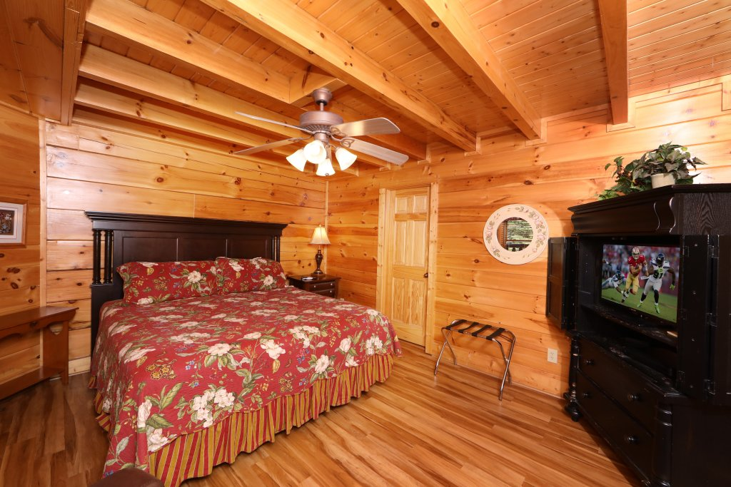 Photo of a Pigeon Forge Cabin named Mayberry - This is the twenty-fourth photo in the set.