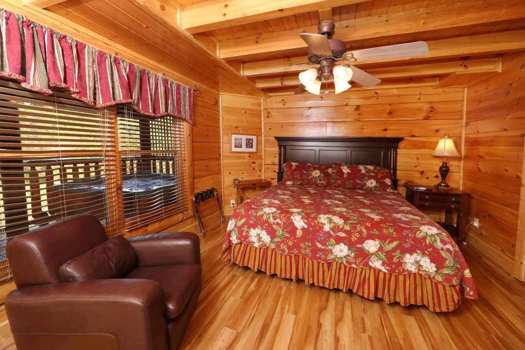 Photo of a Pigeon Forge Cabin named Mayberry - This is the twenty-third photo in the set.