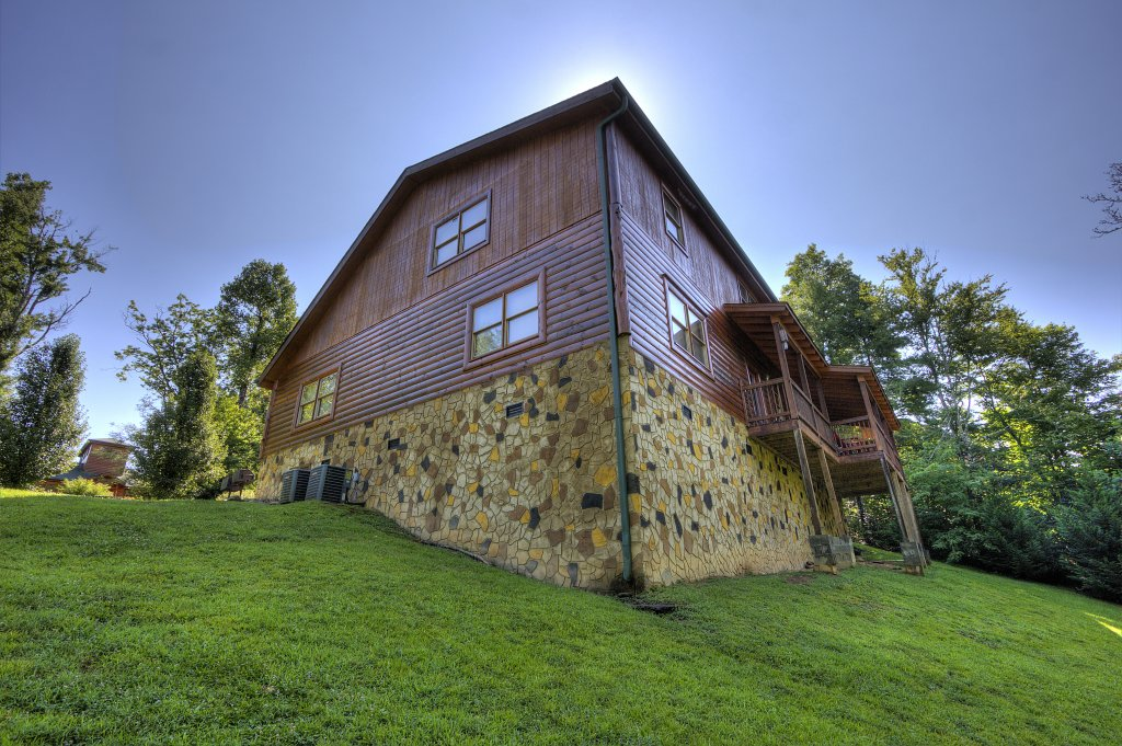 Photo of a Gatlinburg Cabin named Majestic Waters #575 - This is the forty-sixth photo in the set.
