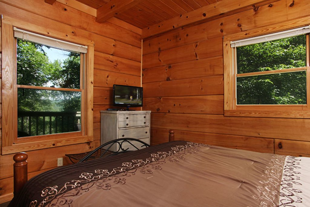 Photo of a Gatlinburg Cabin named Nature's Hideaway - This is the fifteenth photo in the set.