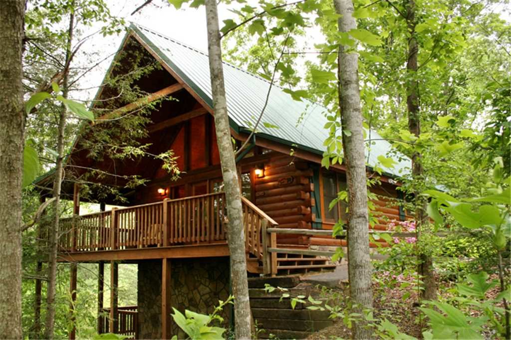 Photo of a Gatlinburg Cabin named Running Bear - This is the second photo in the set.