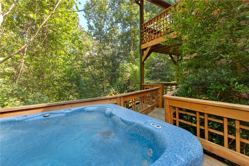 Photo of a Sevierville Cabin named Stonebrook Lodge - This is the second photo in the set.