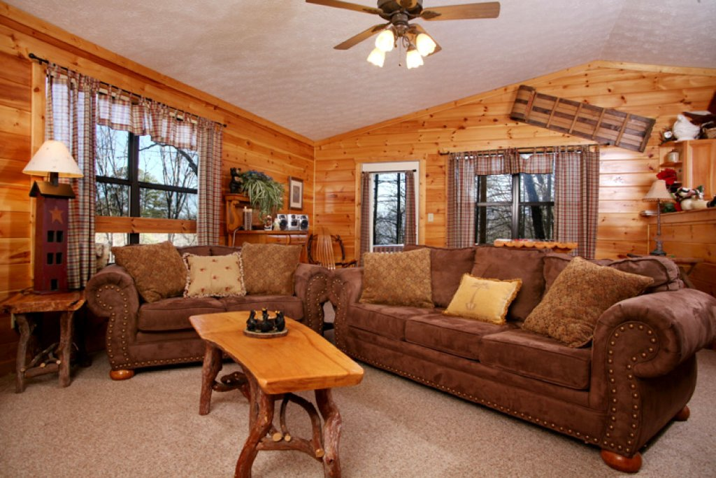 Photo of a Gatlinburg Cabin named Great Expectations - This is the third photo in the set.