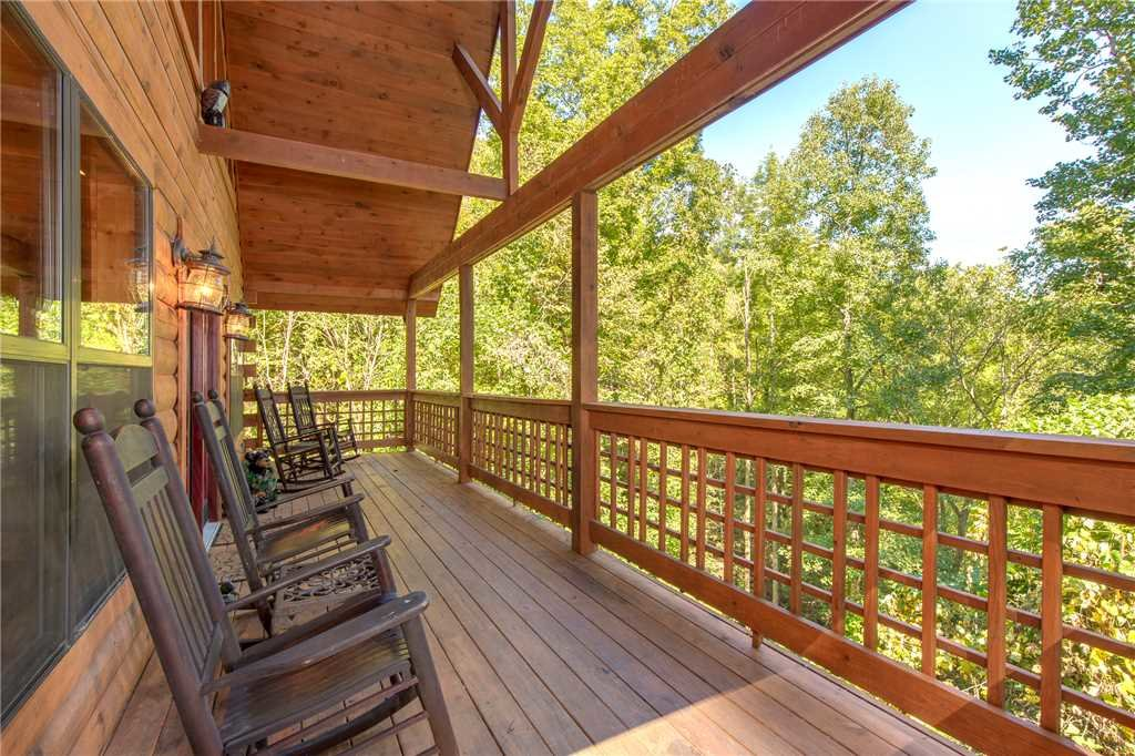 Photo of a Sevierville Cabin named Stonebrook Lodge - This is the first photo in the set.