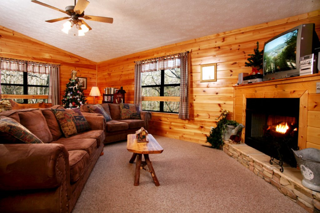 Photo of a Gatlinburg Cabin named High Times - This is the fourth photo in the set.