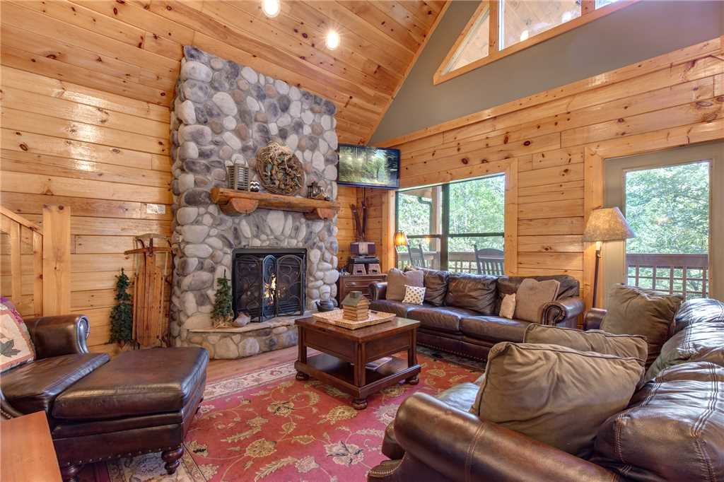 Photo of a Sevierville Cabin named Stonebrook Lodge - This is the third photo in the set.