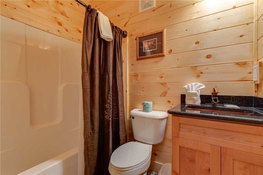 Photo of a Gatlinburg Cabin named Lovers' Hideaway - This is the seventeenth photo in the set.