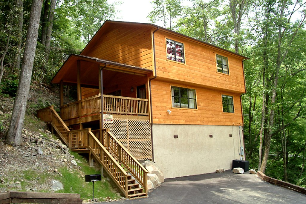 Photo of a Gatlinburg Cabin named High Times - This is the first photo in the set.