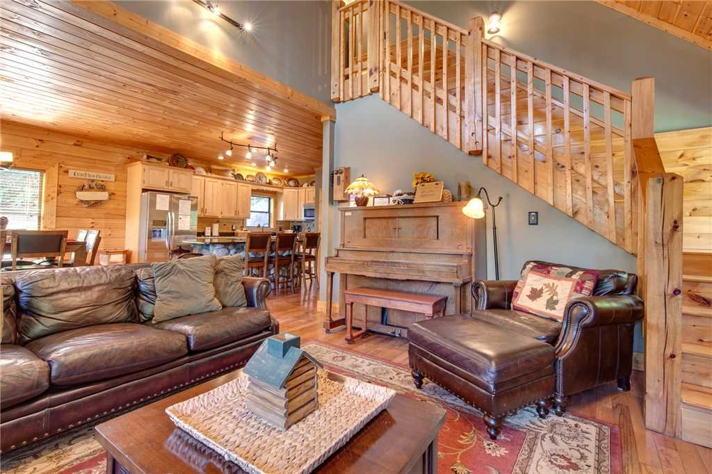 Photo of a Sevierville Cabin named Stonebrook Lodge - This is the fifth photo in the set.