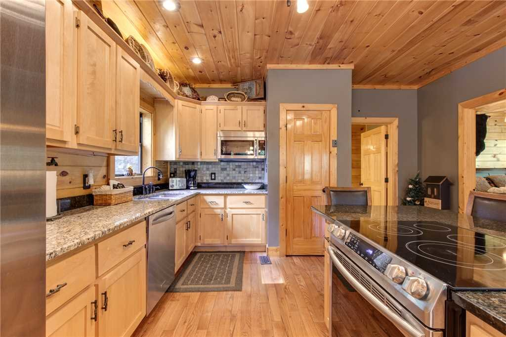 Photo of a Sevierville Cabin named Stonebrook Lodge - This is the ninth photo in the set.