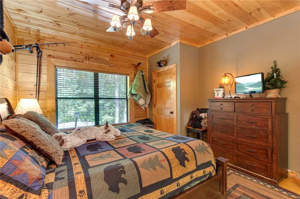 Photo of a Sevierville Cabin named Stonebrook Lodge - This is the thirteenth photo in the set.