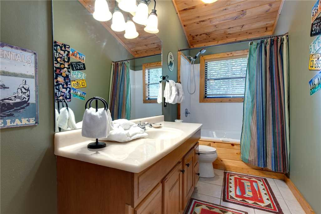 Photo of a Sevierville Cabin named Stonebrook Lodge - This is the twenty-first photo in the set.