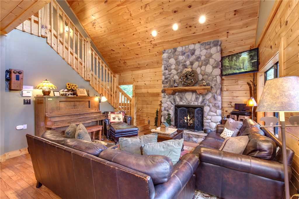 Photo of a Sevierville Cabin named Stonebrook Lodge - This is the fourth photo in the set.