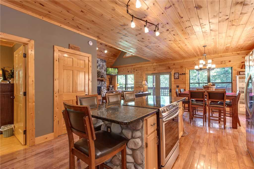 Photo of a Sevierville Cabin named Stonebrook Lodge - This is the eighth photo in the set.