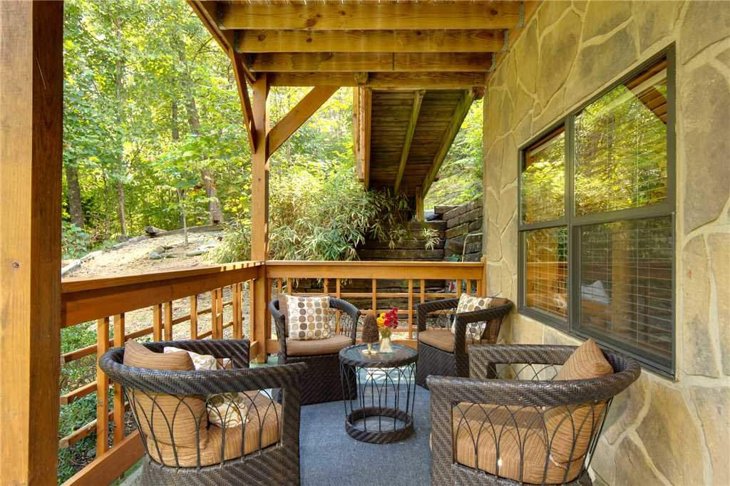 Photo of a Sevierville Cabin named Stonebrook Lodge - This is the twenty-eighth photo in the set.