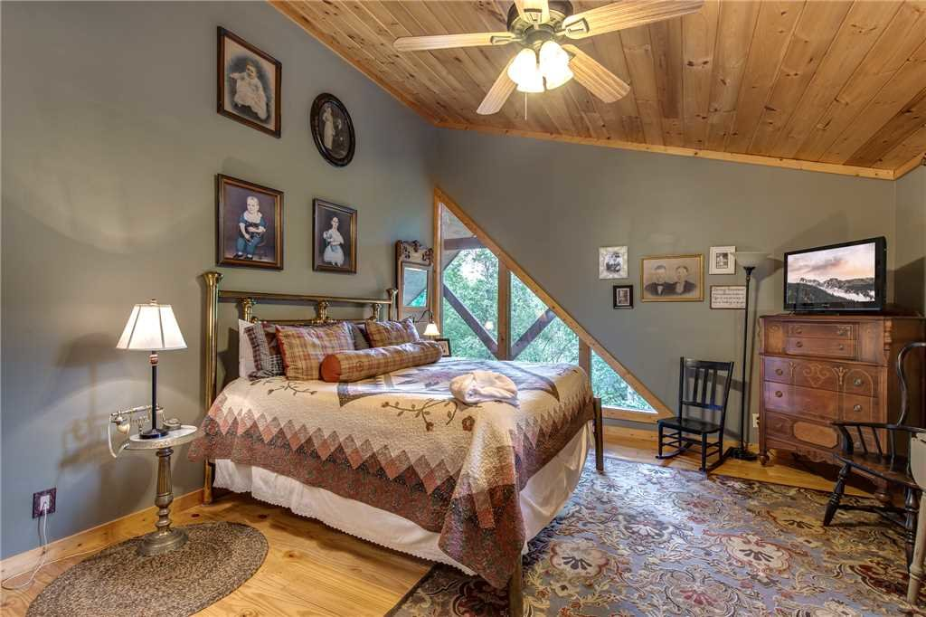 Photo of a Sevierville Cabin named Stonebrook Lodge - This is the sixteenth photo in the set.