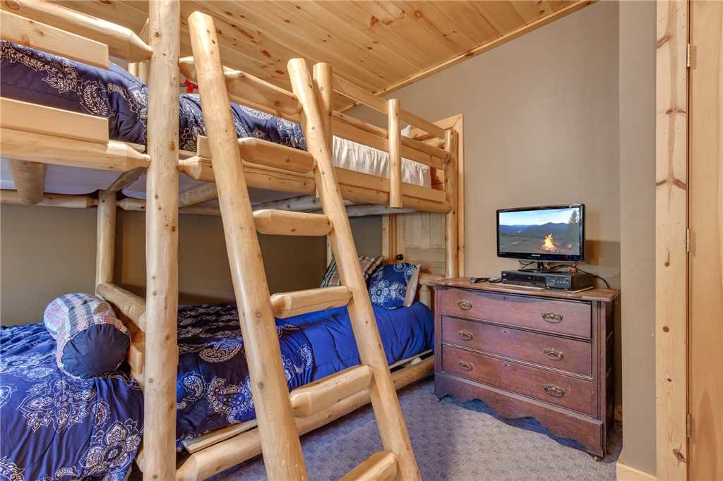 Photo of a Sevierville Cabin named Stonebrook Lodge - This is the twenty-third photo in the set.