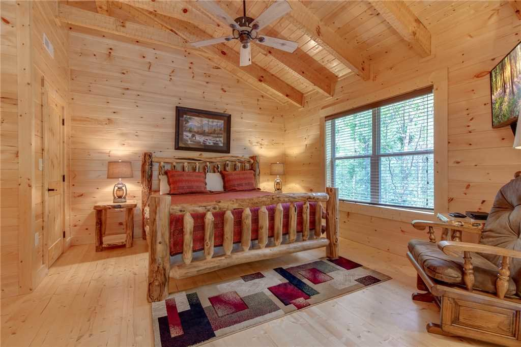 Photo of a Gatlinburg Cabin named Lovers' Hideaway - This is the twelfth photo in the set.